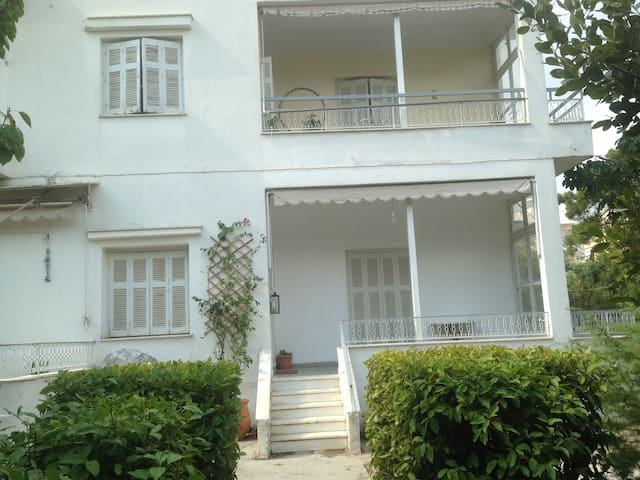 Lovely double room. Transport links - Agia Paraskevi - House