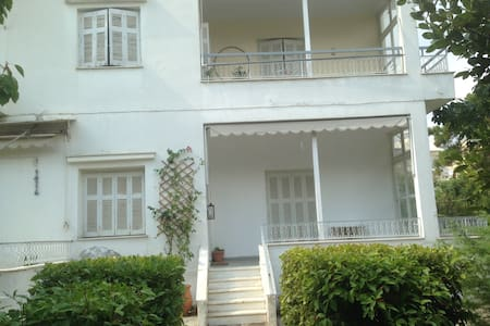 Lovely double room. Transport links - Agia Paraskevi