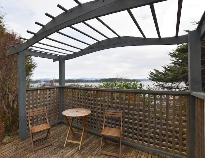 Spacious Oceanview Suite on Quadra Island