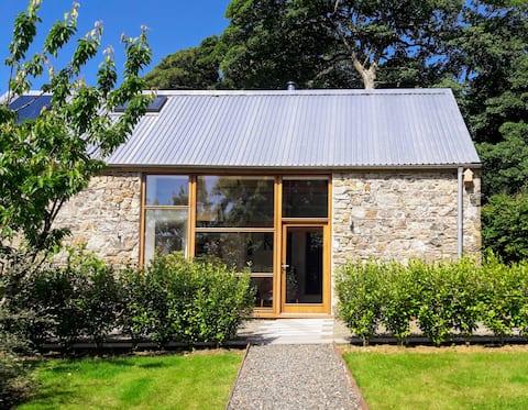 Stylish & spacious barn for couples, dog- friendly