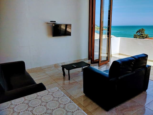 Beautiful 3 bedroom apartment with sea view