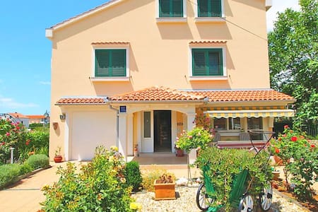 Luxury holiday home - 200m from beach - Vrsi