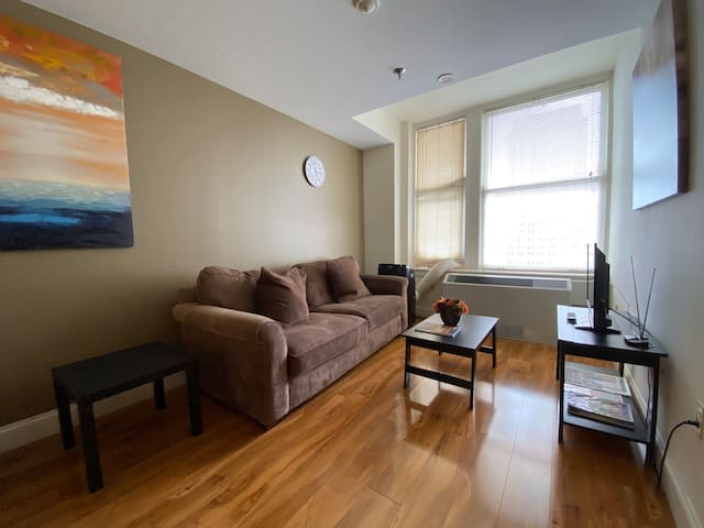 Professionally Managed Business Friendly 1BR Apt
