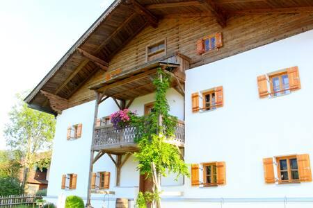 KAPSHOF/Appartements- Wohnen im gemütlichen Hof - Kössen