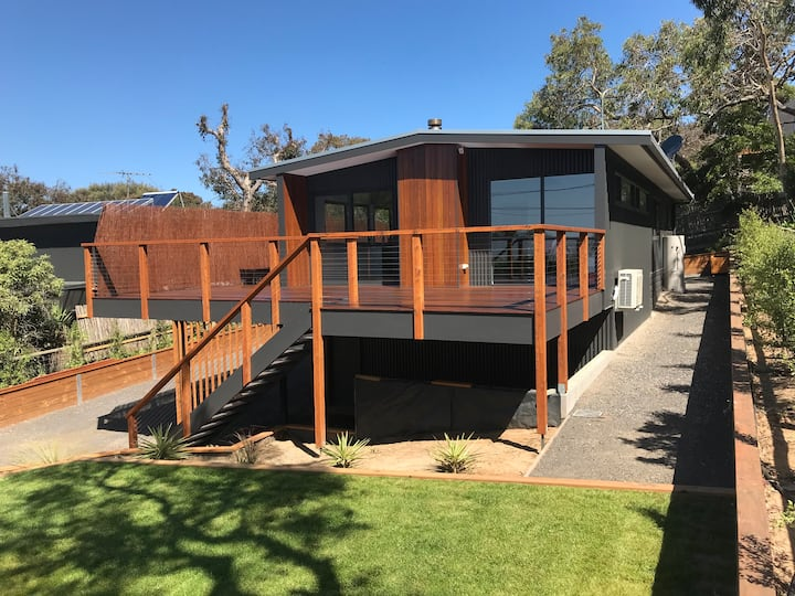 Couples Getaway - a bright, modern & spacious home