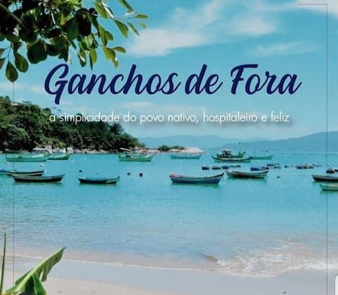 Casa de Praia pé na areia Ponta dos Ganchos Fora.