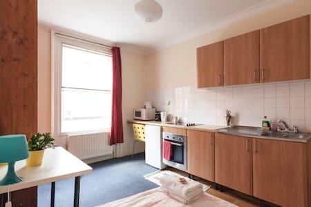Room 6. Private double room, Soho. - London