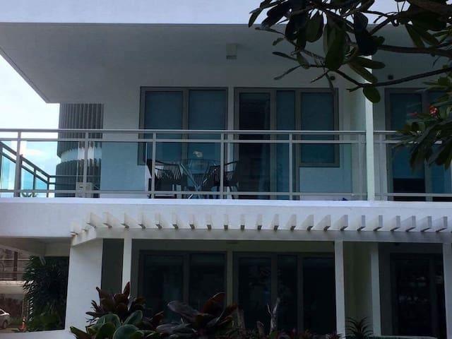 Cozy 2 bedroom with beach view - Parañaque