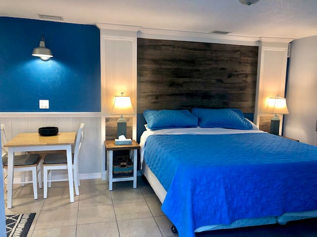 KING Studio Pool Walk to beach  Brand new  70% OFF