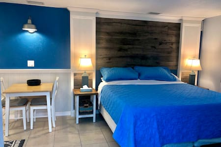 KING Studio Pool Walk to beach  Brand new SPECIALS