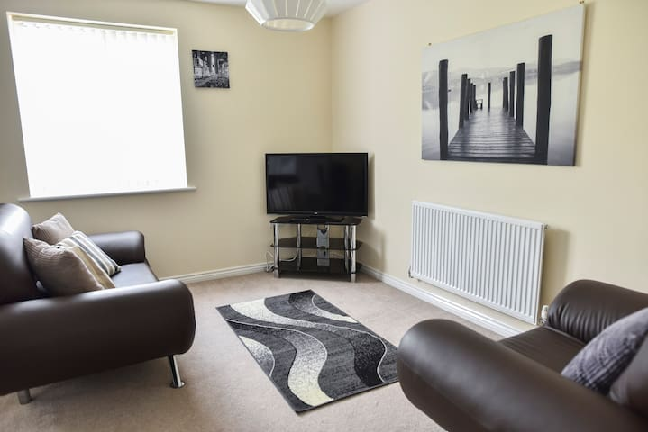 Luxury 2-Bed Apt with Parking, Coventry