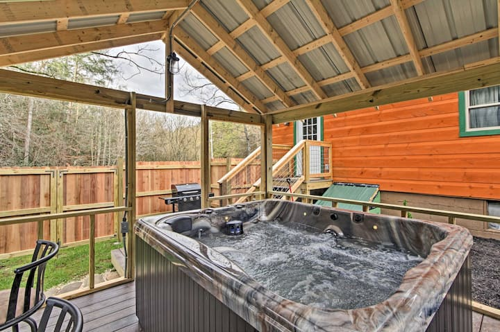 'Just Fur Relaxin' Sevierville Cabin w/ Hot Tub!