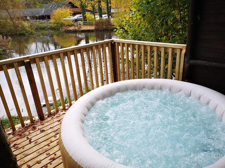 Otter4HotTub-HuntersMoon-Warminster-Bath-Salisbury