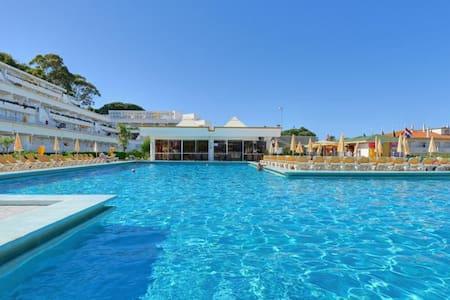 Studio Club praia da Oura with pool - 阿爾布費拉 - 公寓