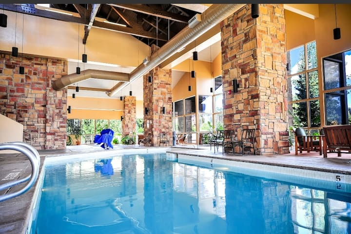 Clean Get-A-Way Condo w/ Pool, Jacuzzi and Gym!❤