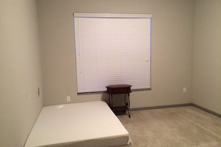 2Beds with 1Bath Rool Available - New Albany - Apartment
