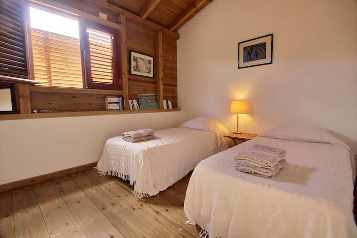 Chambre twin en RDC avec lit 90, climatisation - villa Colibri, Le Vauclin, Martinique