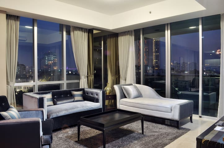 Stunning Modern 3Br Apartment in Ritz, Kemang