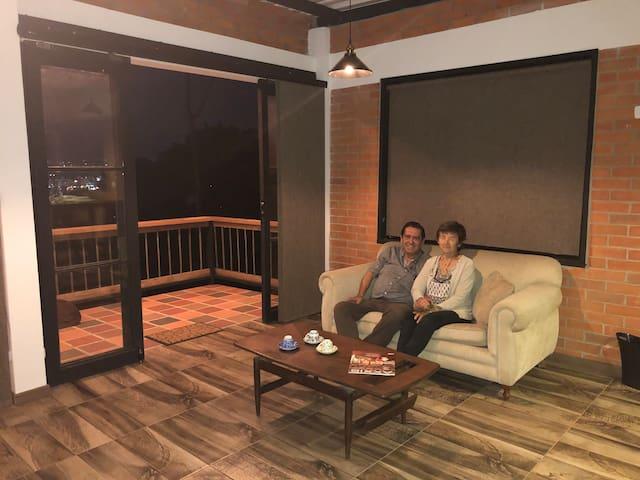 Living Room, un espacio amplio para descansar, leer o tomar un buen Café.