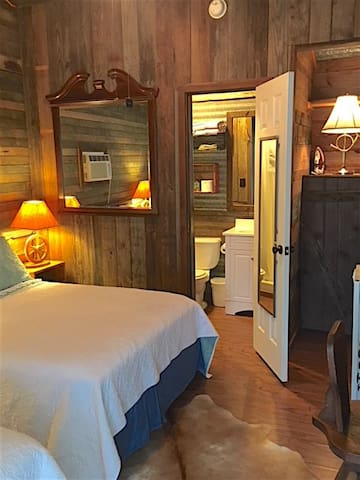 Ranch room I at Little Oaks Lodging. Private bathroom, double bed & twin, TV, WiFi, microwave, small refrigerator, and coffee maker.