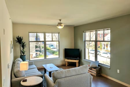 Downtown 2 Bedroom - Great Light - Quiet - Madison - Lakás