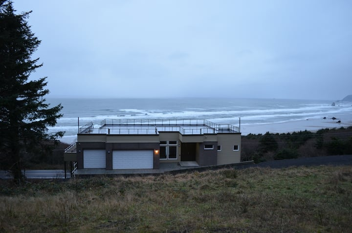 Cannon Beach Luxury Home with Stunning Ocean View