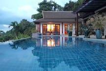 Swimming pool 游泳池