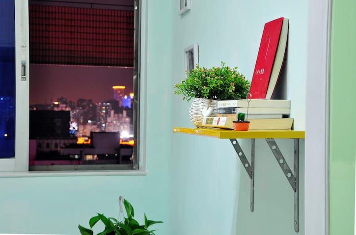 拱北口岸/港珠澳大橋-【向陽花青年空間】DIY旧物改造的创意生活。溫馨單人間(1.2x2m床)