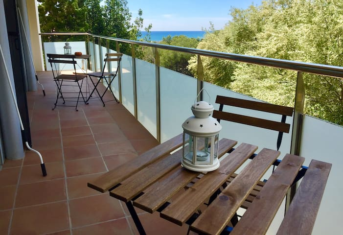 Private room in quiet terrace and sea view - Castelldefels - Haus