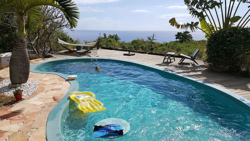 Bungalow with pool, sea view and private Jacuzzi