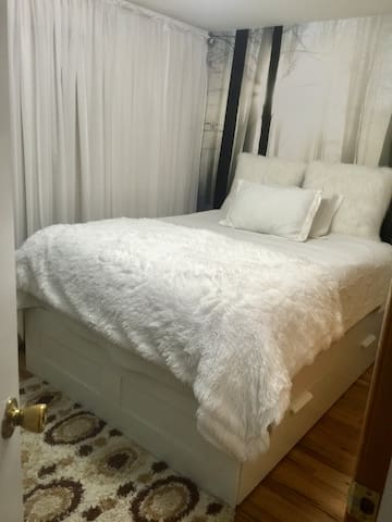 Cozy bedroom by newark airport and Penn station