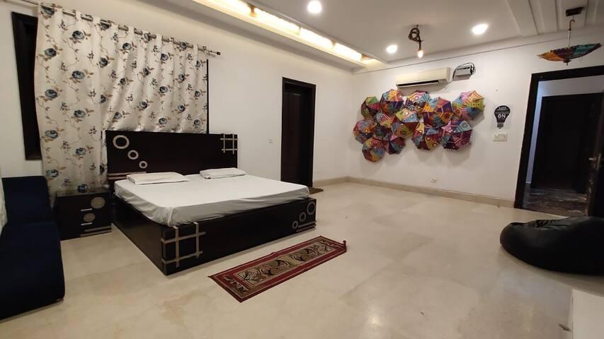 Hirani in FarmsbyIndrajeet- Room with Bath Tub