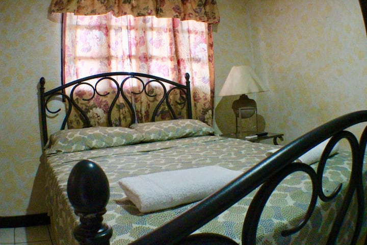 Maria Del Mar   Room 6