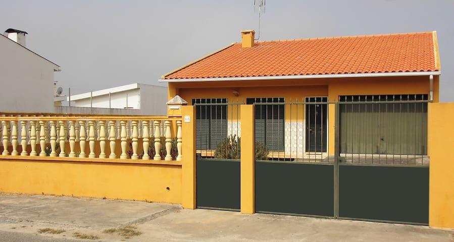 Maison de plein pied avec jardin - Gafanha do Carmo - House