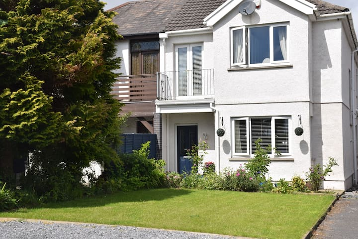 100 metres from beach and close to shops!