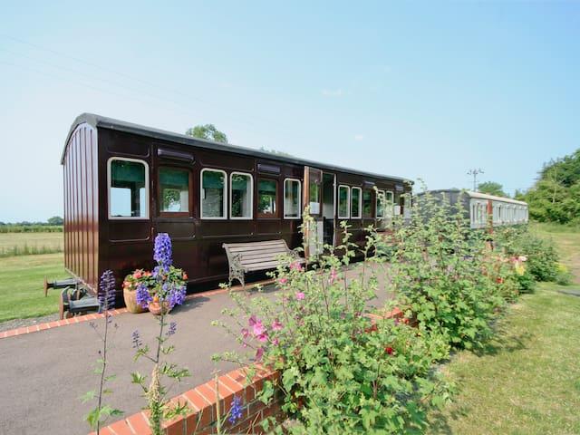 Railway Carriage One - E5337 (E5337)