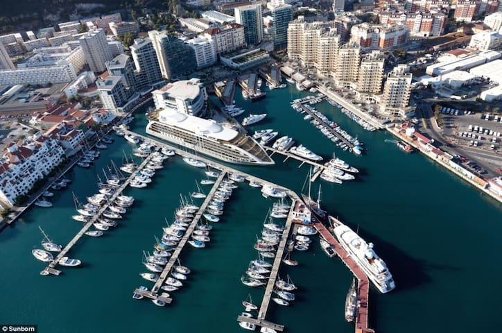 Great Sea Views 3 bed flat in Gibraltar Marina - Gibraltar - Apartment
