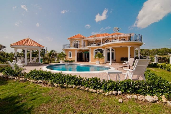 Oceanfront 5-BR Villa on the Caribbean Sea, Pool