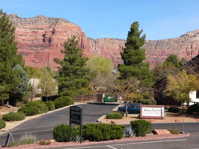 Red Rock Rendezvous; Newly Remodeled, Great Views