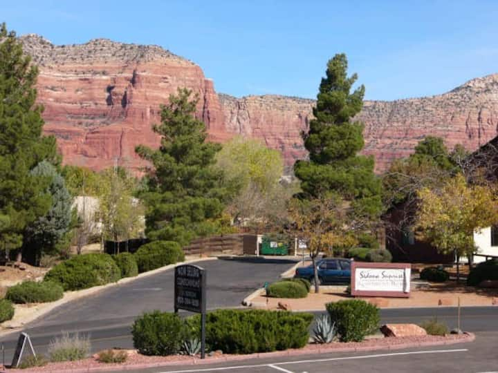 Red Rock Rendezvous; Great Views, Convenient, Pool