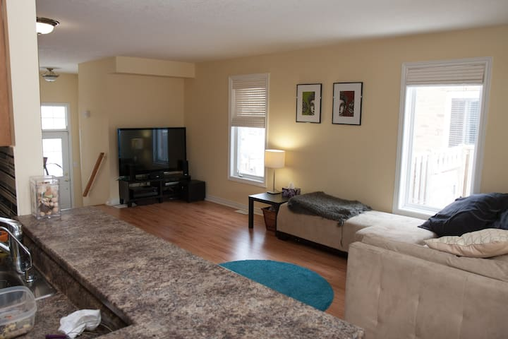 Beautiful, spacious townhome close to Kitchener