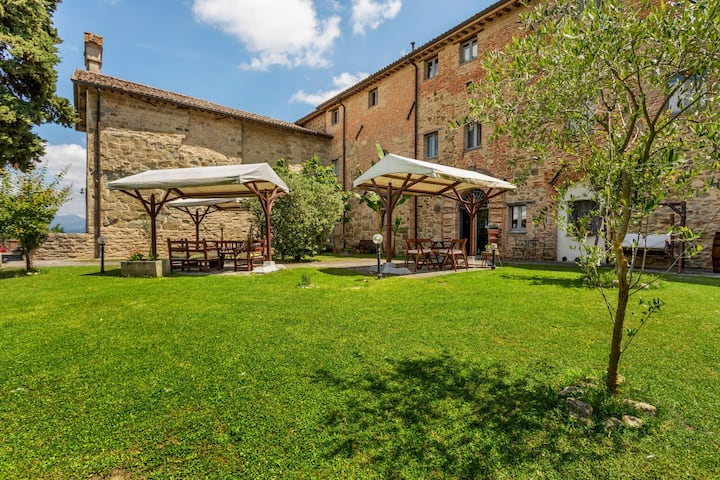 Rustic Holiday Home in Città di Castello with Swimming Pool