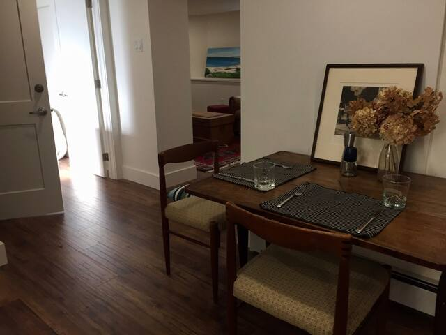 Bright modern apartment in downtown heritage home - Halifax - Apartmen