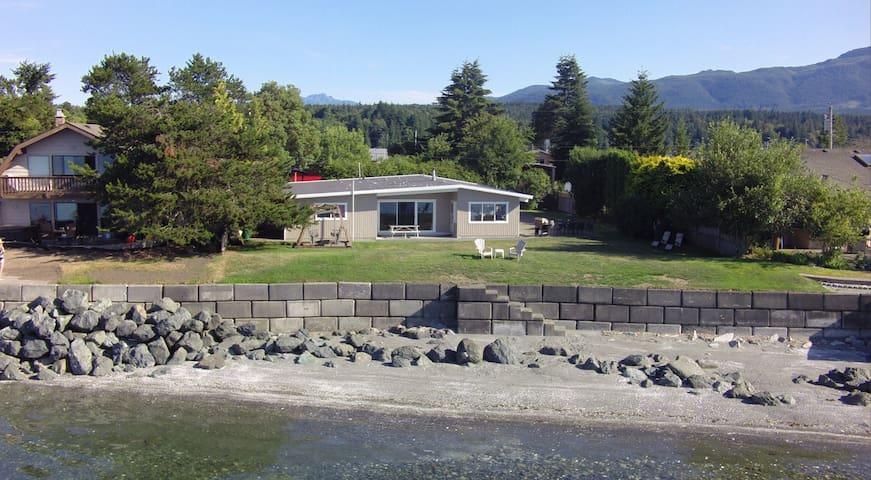 Beautiful Vancouver Island Beach House - Nanaimo H - Hus