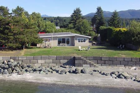 Beautiful Vancouver Island Beach House - Nanaimo H