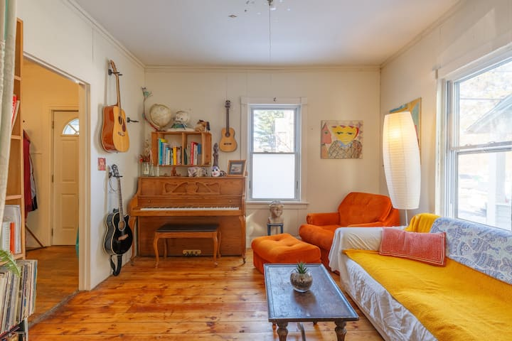 Artsy 3bd home in heart of uptown Kingston