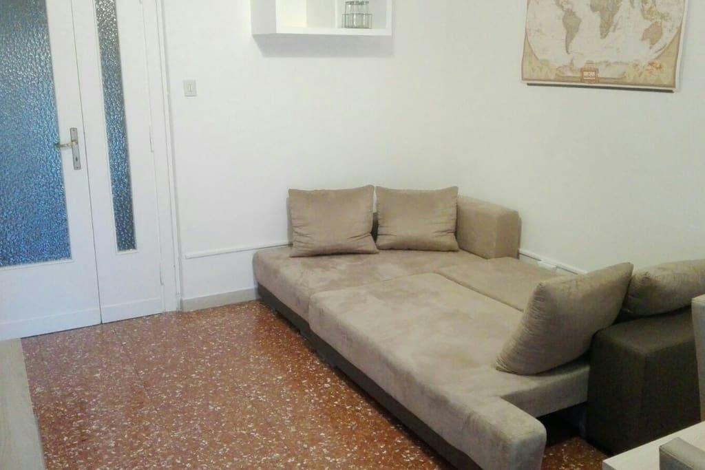 Stanza privata con divano letto matrimoniale
