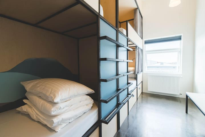 2 BEDS shared 4 BED dorm, rooftop HOT TUB + SAUNA