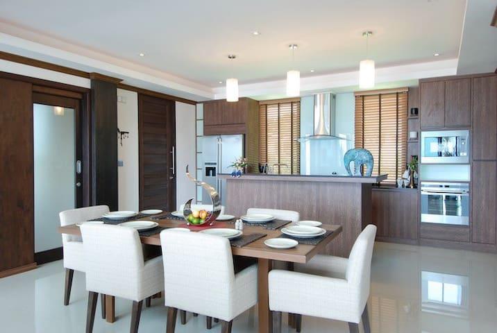 Ideally situated luxury villa next to quiet beach - Tambon Hua Hin - Vila