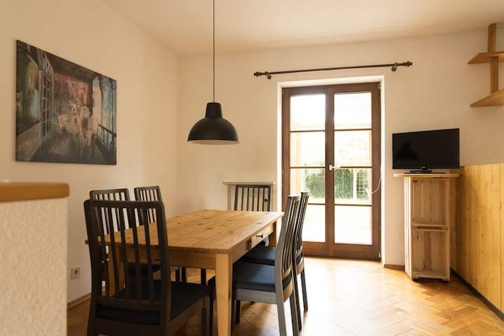 2 floors+garden in nice townhouse for 1-5(+2) psns